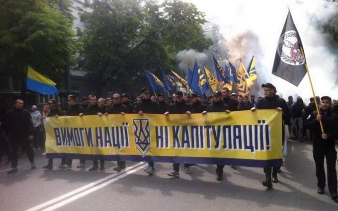 Акція «Азова» під Радою: командиру полку нагадали, хто не ходить до парламенту