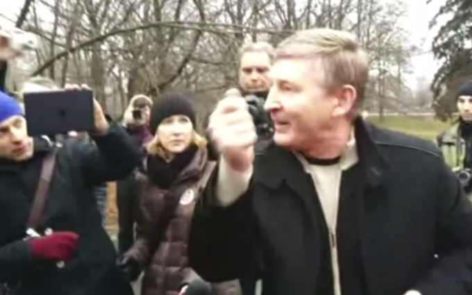 Очевидець згадав, як Ахметов в спортивних штанях говорив з активістами: опубліковано відео