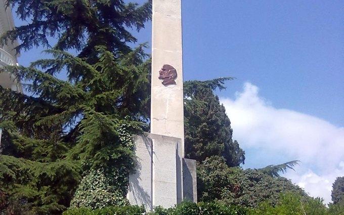 В окупованому Криму зникла голова Леніна: опубліковано фото