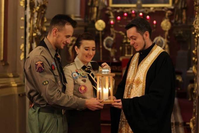 Встолицу Украинского государства привезли Вифлеемский огонь мира