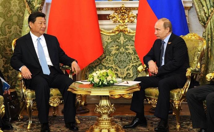 Кремль, ймовірно, припинить стрілянину на Донбасі і годуватиме ДНР-ЛНР - російський журналіст (2)