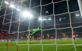 Знаменитый футболист забил изумительный гол в Лиге чемпионов: опубликовано видео