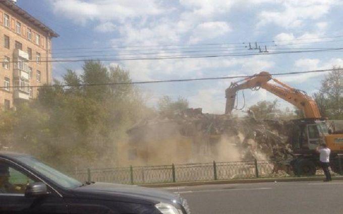 Нова війна з ларками в Москві збурила соцмережі: з'явилися фотожаби