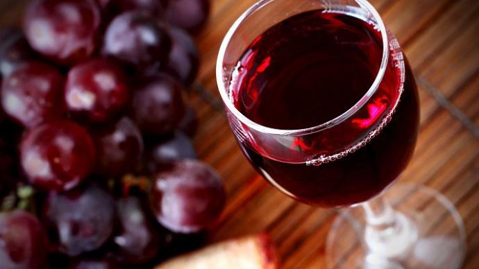 Красное вино защитит зубы от кариеса