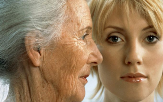 7 місць на тілі, які зрадницьки видають ваш вік