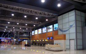 Самолет с эвакуированными из Китая сел в Харькове - как его встретили