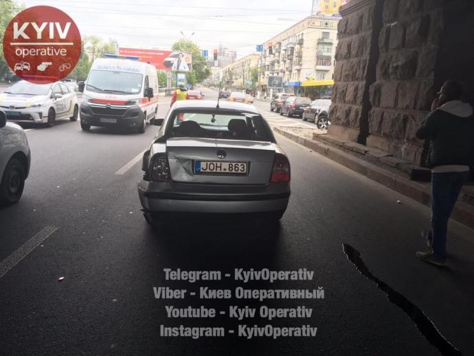 В Киеве из-за тройного ДТП заблокирован один из главных проспектов: появились фото (3)