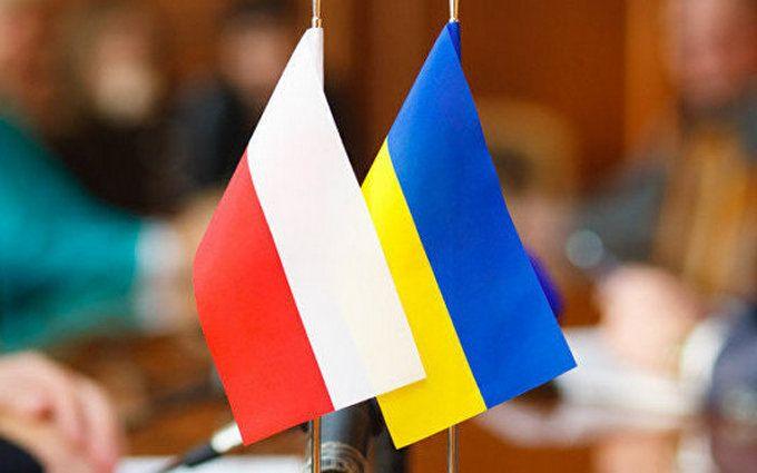 УПольщі працедавець змушує українців носити синьо-жовту форму