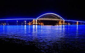 Оккупанты похвастались ночной подсветкой на Крымском мосту: опубликованы фото и видео