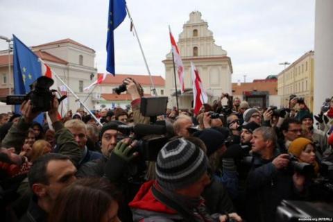 У Мінську напередодні президентських виборів опозиціонери вийшли на мітинг (4 фото) (2)