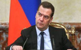 """У Путіна нарешті """"пояснили"""" скандал з маєтками Медеведева"""