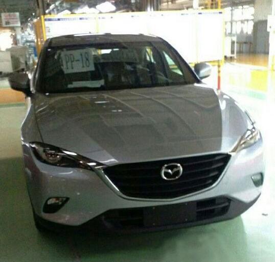 Фотошпионы засняли кроссовер Mazda CX-4 без камуфляжа