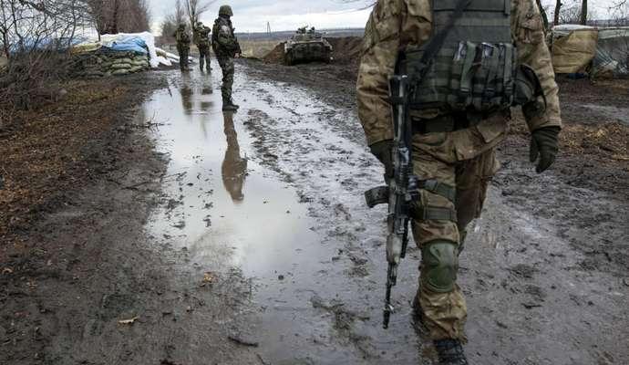 За сутки террористы 38 раз обстреляли украинские позиции (утренняя сводка)