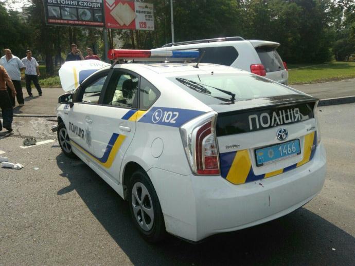 У Києві сталася серйозна ДТП з машиною патрульних: з'явилися фото (1)