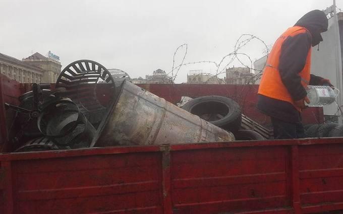 """В Киеве начали """"зачистку"""" Майдана: опубликованы фото"""