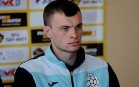 Український футболіст загравав до судді під час матчу: зворушливе відео
