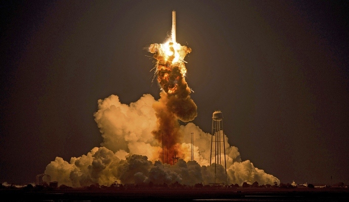 США выводят на орбиту секретный спутник