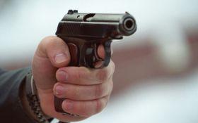Біля Святошинського суду сталася стрілянина, є поранений