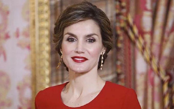 """""""Идеальная женщина"""": королева Испании поразила публику непревзойденным образом"""