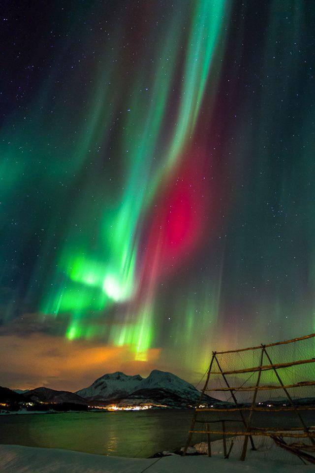 В сети показали северное сияние в Норвегии: зрелищные фото и видео (1)