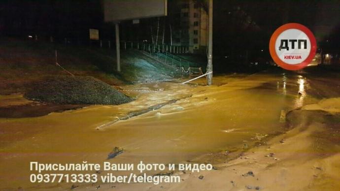 В Киеве ночью произошел потоп: опубликованы фото (1)