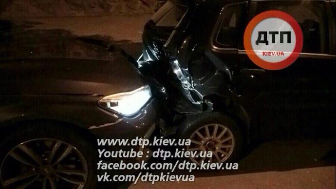 У Києві п'яна дівчина за кермом протаранила дві машини: з'явилися фото (1)