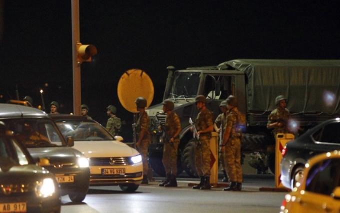 Провальний військовий переворот в Туреччині: хроніка подій, подробиці, найяскравіші фото та відео