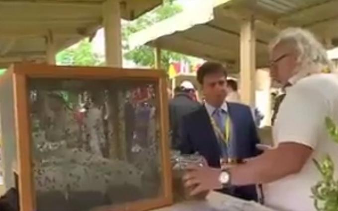 У Росії вже збираються їсти мух: опубліковано відео