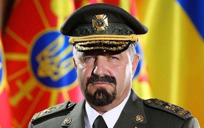 До такої форми потрібні вуса: соцмережі вибухнули фотожабами з міністром оборони