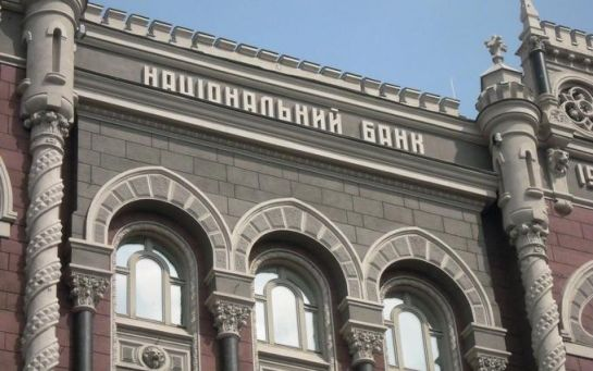 Нацбанк принял решение об ограничениях снятия валюты с банковских счетов
