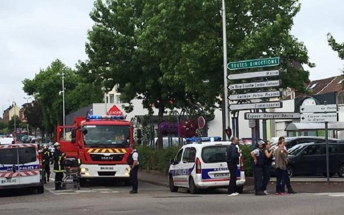 Захоплення заручників у французькій церкві: спецоперація завершена, є загиблі