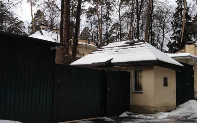 Журналисты нашли дом Азарова на Рублевке: опубликованы фото