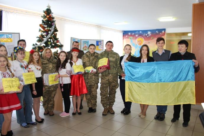 Дніпропетровські школярі передали на передову подарунки для захисників Вітчизни (5 фото)