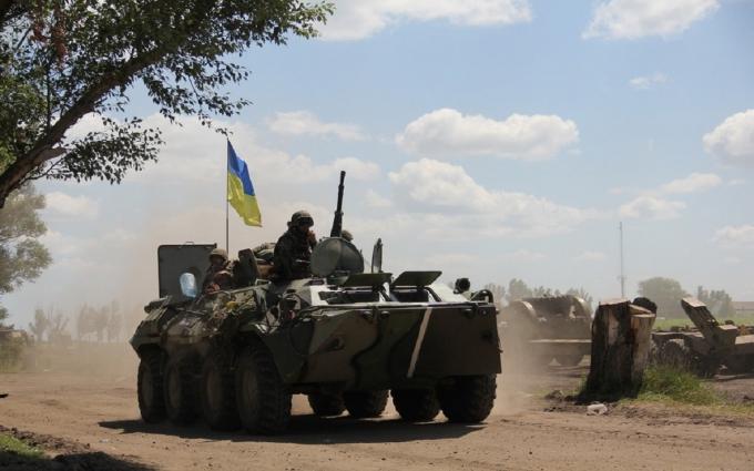 Под Мариуполем подорвался украинский БТР, есть раненые