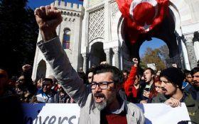 """В Турции за день уволили почти 4 тыс. госслужащих из-за угрозы """"нацбезопасности"""""""