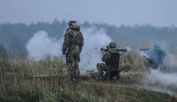 Боевики обстреляли украинских военных под Коминтерново