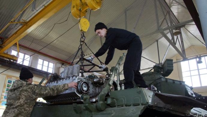 Курсанты-танкисты учатся ремонтировать штатную технику (5 фото)