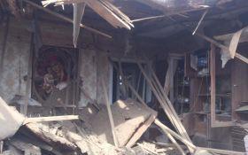 """""""Градом"""" по житлових районах: з'явилися нові фото руйнувань в Авдіївці"""