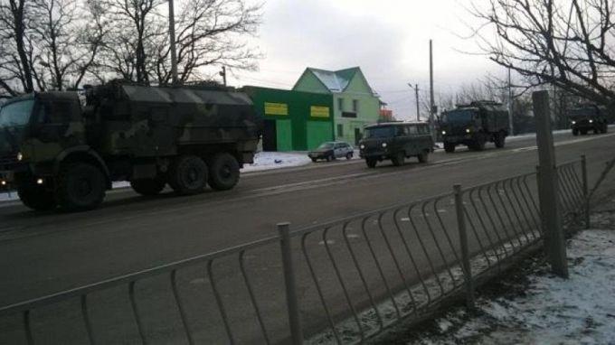 ВСимферополь въехала колонна русской военной техники