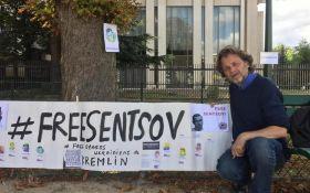 Свободу Сенцову: у Франції оголосили безстрокове голодування біля посольства Росії