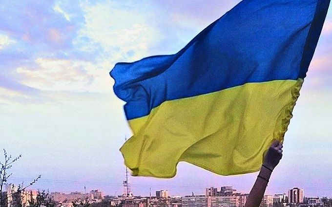 Сміливці відзначають день прапора України в окупованому Луганську: з'явилися фото