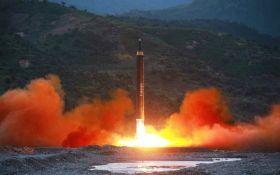 В КНДР неудачно запустили ракету, обломки упали на город