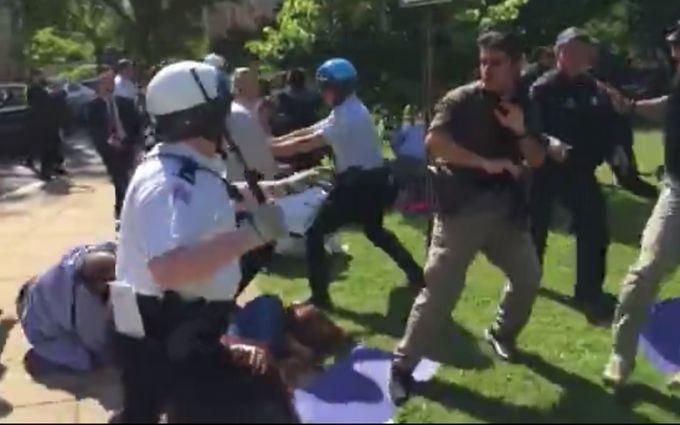 В США охрана Эрдогана побила протестующих, есть пострадавшие: появилось видео