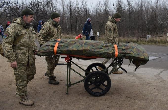 """Украина передала """"ЛНР"""" тела погибших боевиков: опубликованы фото (2)"""