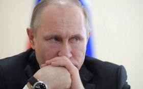 Брехун і військовий злочинець: в російській Пермі встановили красномовне опудало Путіна