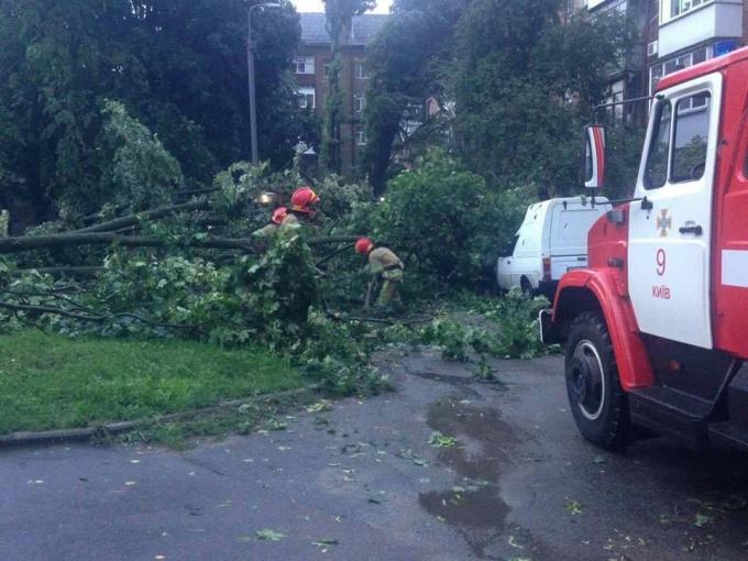 Непогода в Киеве: появились новые фото ужасных последствий ливня (2)