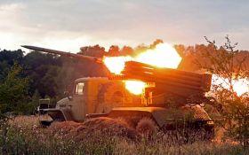 """Бойовики з """"Градів"""" обстріляли Світлодарськ: серед бійців ЗСУ є поранені"""