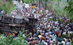 В Индии автобус сорвался с горной дороги, погибли более 40 человек