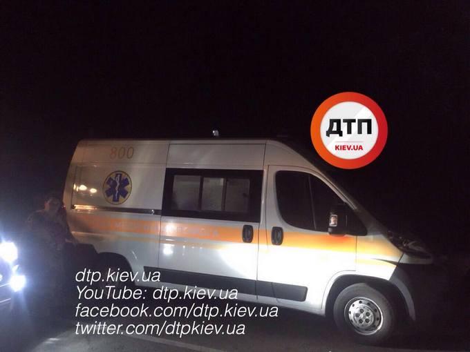 Під Києвом слідчий влетів у вантажівку: з'явилися фото серйозної ДТП (1)