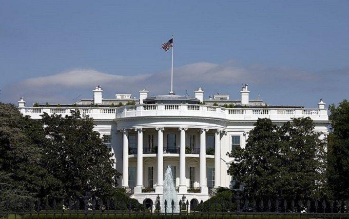 Неожиданные кадровые изменения в Белом доме: еще один влиятельный чиновник ушел в отставку